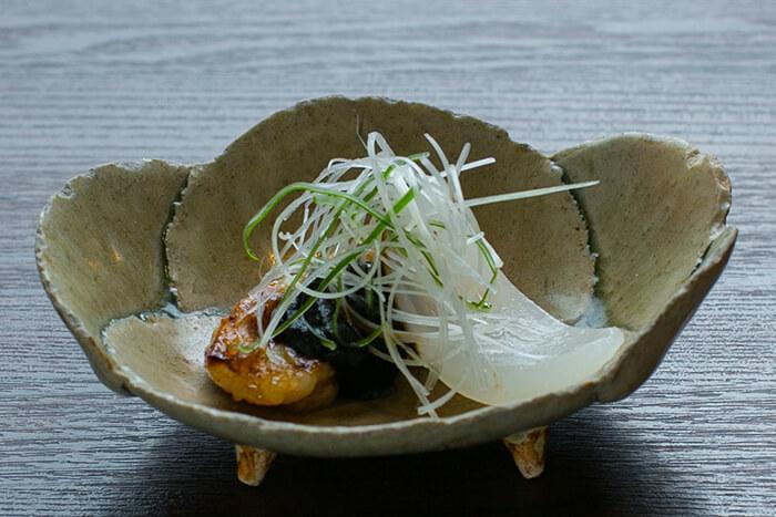 味道源 極味コース 焼物 赤センマイ 池田ファームの新タマネギ 四川味噌 しらがネギ